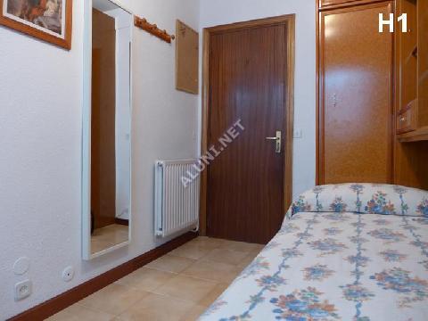 🛌  Студенченская меблированная комната с интернетом, расположенна в Vicálvaro URJC, в Madrid  всего лишь за 270 евро (11H1, foto favorita)