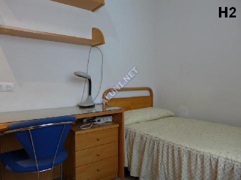 只用 300 €,即可在 Madrid 的Vicálvaro URJC 区租住一间精装带无线网络的学生公寓 (12H2, foto favorita)