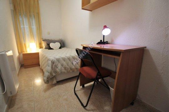 🛌 Logement pour étudiants complềtement meublé et avec internet situé dans la zone de Estrella, à Madrid pour seulement 299 € (136H2, foto favorita)