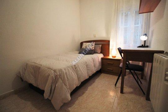Quarto para estudantes completamente mobilados e com internet, situada na zona de Estrella, em Madrid por apenas 310 € (136H3, foto favorita)