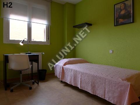 Студенченская меблированная комната с интернетом, расположенна в San Cipriano, в Madrid  всего лишь за 400 евро (1505H2, foto favorita)