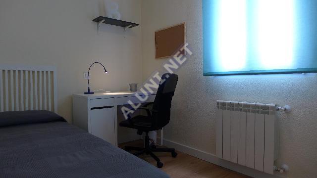 Quarto para estudantes completamente mobilados e com internet, situada na zona de Vicálvaro URJC, em Madrid por apenas 315 € (1767H2, foto favorita)