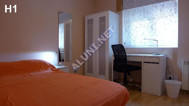 Quarto para estudantes completamente mobilados e com internet, situada na zona de Pavones, em Madrid por apenas 330 € (1811H1, foto favorita)