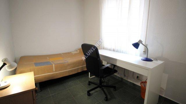 🛌  Студенченская меблированная комната с интернетом, расположенна в Vicálvaro URJC, в Madrid  всего лишь за 275 евро (20H1, foto favorita)