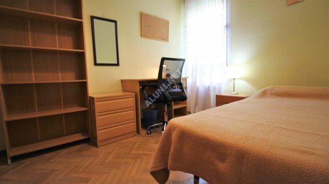 Quarto para estudantes completamente mobilados e com internet, situada na zona de Valdebernardo, em Madrid por apenas 320 € (36H4, foto favorita)
