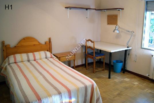 غرفة مفروشة بالكامل مع  انترنت، وتقع في منطقة من منطقة Madrid في مدينةVicálvaro URJC عن سعر  EUR الوحيد345 (44H1, foto favorita)