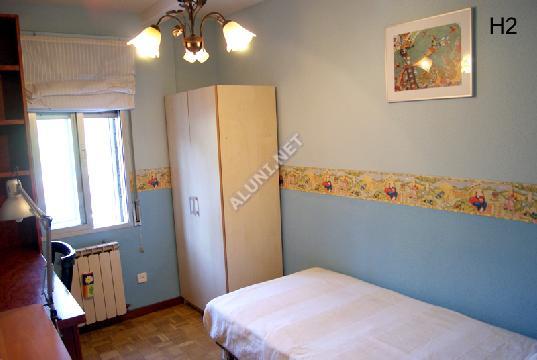 Студенченская меблированная комната с интернетом, расположенна в Vicálvaro URJC, в Madrid  всего лишь за 300 евро (44H2, foto favorita)