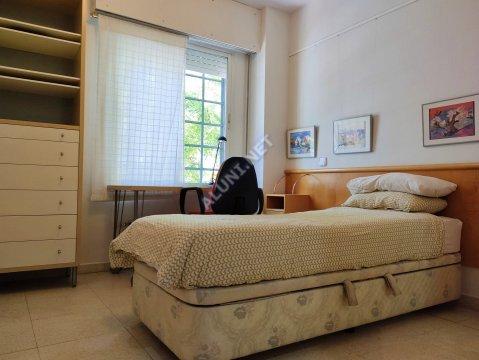 Студенченская меблированная комната с интернетом, расположенна в Valdebernardo, в Madrid  всего лишь за 365 евро (502H3, foto favorita)