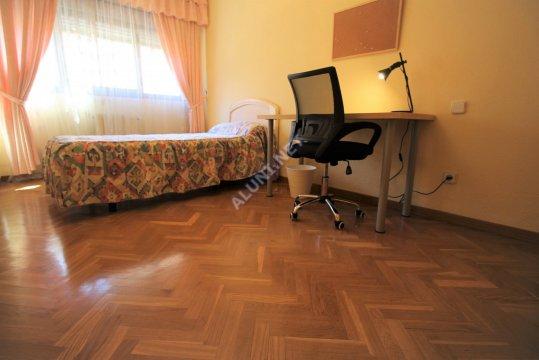Студенченская меблированная комната с интернетом, расположенна в Valdebernardo, в Madrid  всего лишь за 320 евро (628H1, foto favorita)