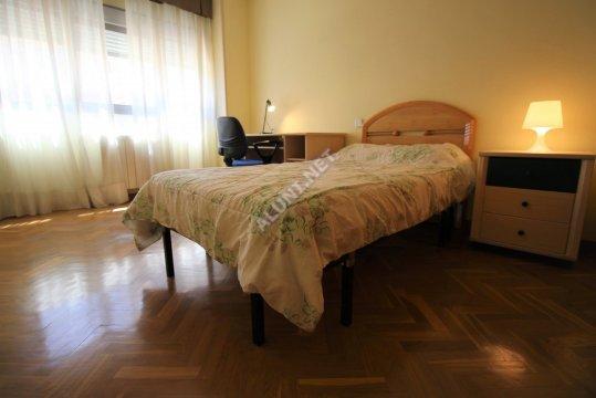 Quarto para estudantes completamente mobilados e com internet, situada na zona de Valdebernardo, em Madrid por apenas 320 € (628H2, foto favorita)