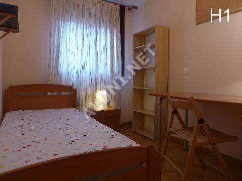 Студенченская меблированная комната с интернетом, расположенна в San Cipriano, в Madrid  всего лишь за 335 евро (92H1, foto favorita)