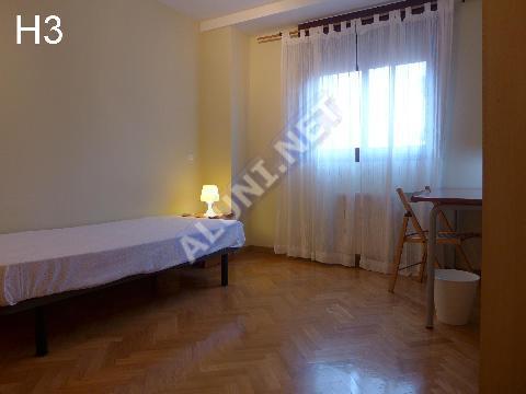 Студенченская меблированная комната с интернетом, расположенна в San Cipriano, в Madrid  всего лишь за 365 евро (92H3, foto favorita)
